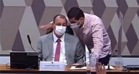 A invasão de Luis Miranda na sessão da CPI: Um flagrante de conluio com Aziz e Renan (veja o vídeo)