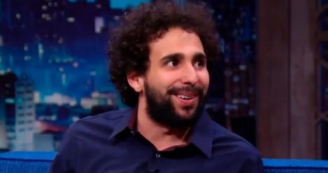 Em tom de brincadeira, Humorista fala sobre sua relação com a Globo (veja o vídeo)