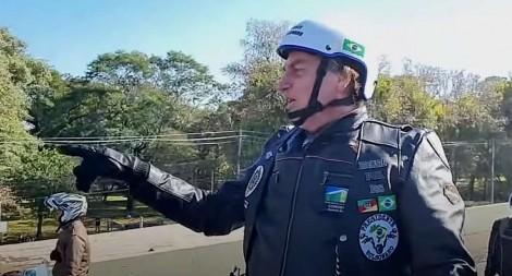 """""""Barroso quer a volta da roubalheira, através da fraude eleitoral"""", afirma Bolsonaro após apoteótica motociata (veja o vídeo)"""