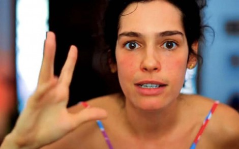 """Maria Flor """"surta"""" novamente e faz vídeo """"motivacional"""" exalando ódio contra Bolsonaro (veja o vídeo)"""