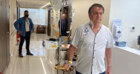 """Em tratamento, Bolsonaro publica foto caminhando e disposto em hospital: """"temos muito a fazer pelo nosso Brasil"""""""