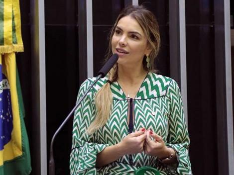 Um basta nas regalias de servidores públicos e ex-presidentes da República, é o que quer a deputada Paula Belmonte (veja o vídeo)