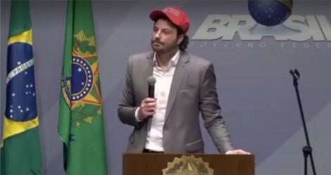"""Danilo Gentili e a piada que tem que ser levada a sério: """"vocês confiam nas urnas eletrônicas""""? (vídeo de 2018)"""