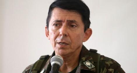 """General assume diretoria de logística do Ministério da Saúde com o """"pé na porta"""": """"Por minha Pátria, eu morro"""""""