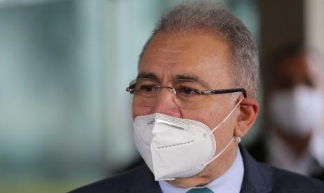 """Queiroga garante: """"Logo, logo, não precisaremos mais de máscara"""""""