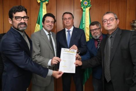 Juristas, Marcha da Família Cristã e Foro Conservador declaram a Bolsonaro apoio incondicional ao Voto Auditável