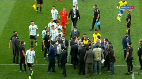 URGENTE: Anvisa e Polícia Federal invadem campo e interrompem partida de Brasil x Argentina (veja o vídeo)