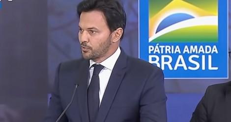 """Em discurso histórico, Fábio Faria cita Sílvio Santos e detona a """"censura"""" (veja o vídeo)"""