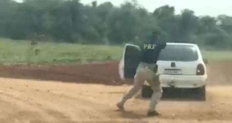 Perseguição da PRF termina com disparos e apreensão de 437 kg de maconha (veja o vídeo)