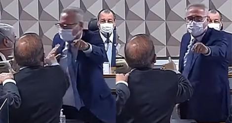 """URGENTE: Senadores partem para """"agressão"""" após Renan atacar Bolsonaro e Hang (veja o vídeo)"""