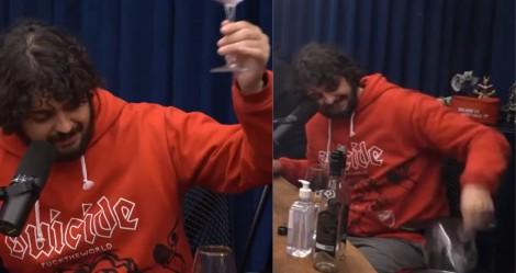 Apresentador do Flow Podcast quebra taça dada por Hang, volta atrás e se desculpa (veja o vídeo)