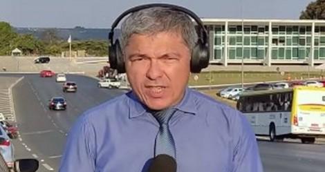 """Jornalista que perdeu mais de 10kg na cadeia é finalmente solto, mas está """"proibido de falar"""" (veja o vídeo)"""
