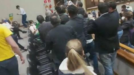 A briga generalizada durante sessão da Câmara em Porto Alegre (veja o vídeo)