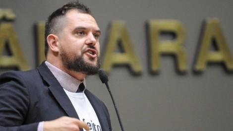 Esquerdistas atacam manifestantes na Câmara de POA e deputado Maroni revela o passado sujo dos militantes (veja o vídeo)