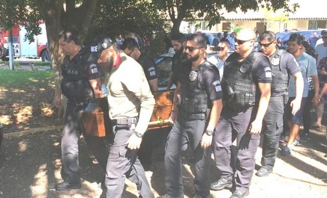 Enterro do policial assassinado