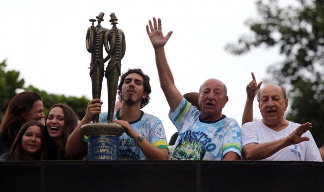 Bicheiro Anísio Abraão David comemorando o título de 2018