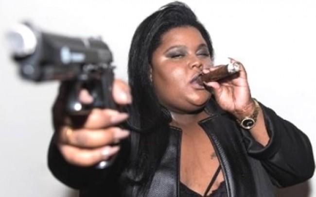 """Cantora de """"Tô Usando Crack"""" é atração no Festival Lula Livre"""