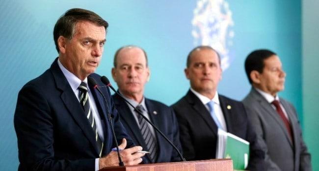 Jair Bolsonaro no momento da assinatura do decreto