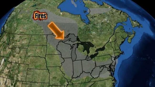 A fumaça dos incêndios florestais no Canadá, invadindo os EUA em maio deste ano.