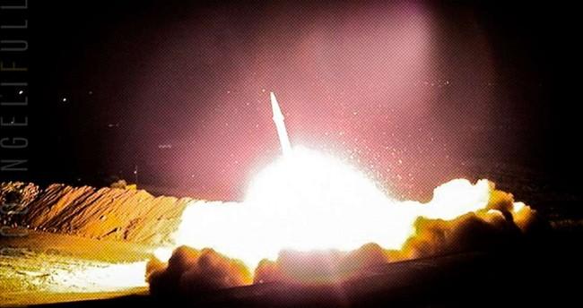 Míssil iraniano disparado hoje, segundo publicação da @Far News_ Agency no Twitter