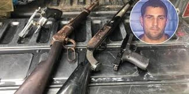 Armas encontradas no sítio.