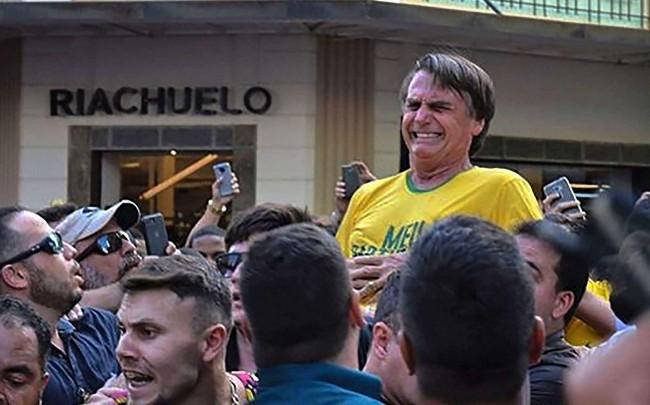 Jair Bolsonaro, no momento da facada