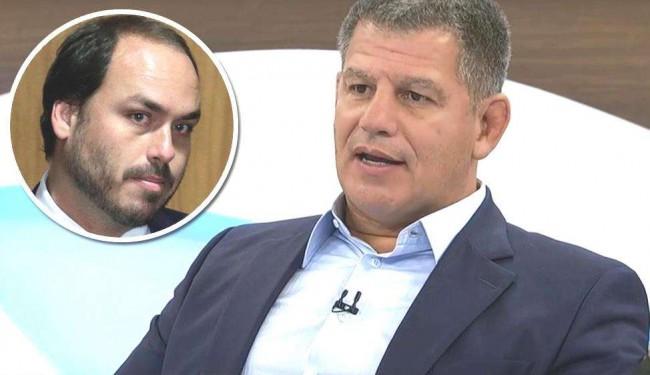 Gustavo Bebianno. No detalhe, Carlos Bolsonaro