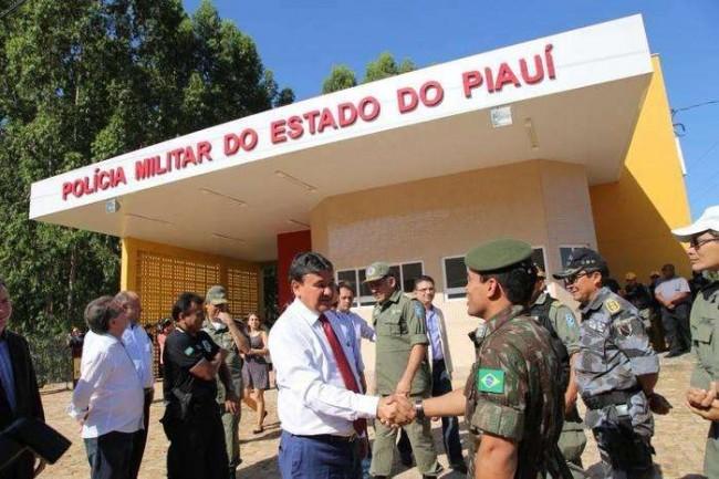 O governador Wellington Dias em evento na PM do Piauí