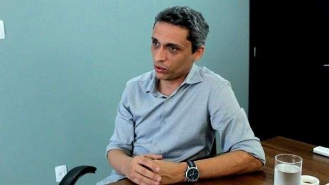 Professor Gustavo Gayer