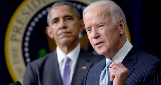 Reprodução: Barack Obama (ao fundo) e Joe Biden