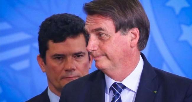 Sérgio Moro (ao fundo) e Jair Bolsonaro