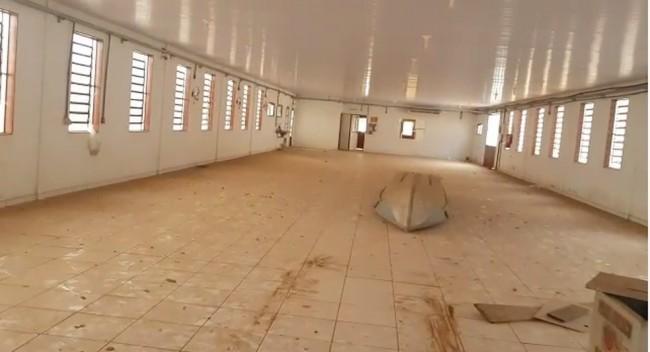 No local onde deveria funcionar empresa foi encontrada apenas uma canoa — Foto: Reprodução/PRF