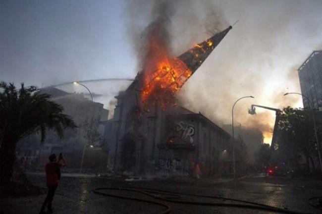Igreja destruída no Chile – Divulgação
