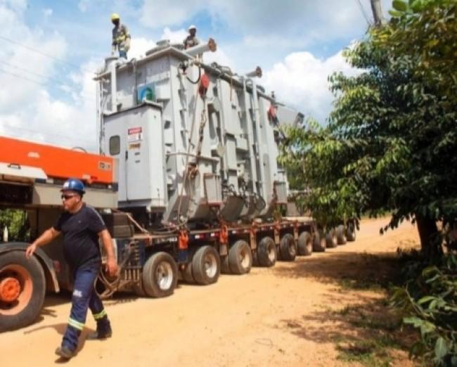 Transformador para solução definitiva começou a ser transportado para Macapá — Foto: Emiliano Capozoli/Gemini