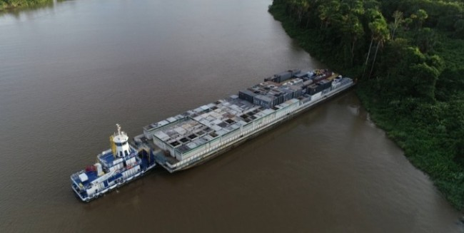 Geradores chegaram ao Amapá em balsas vindas de Manaus, no Amazonas — Foto: Rede Amazônica
