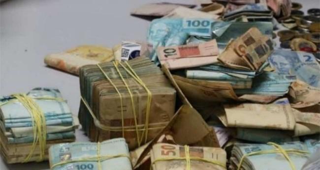 Dinheiro encontrado durante a revista