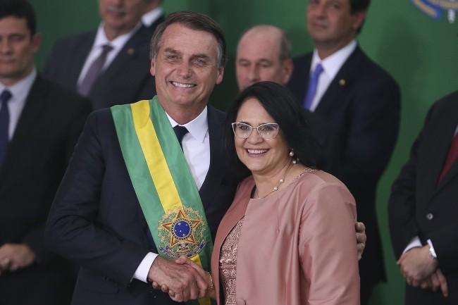 Presidente Jair Bolsonaro e ministra Damares Alves