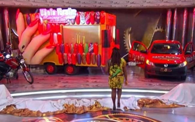 A participante Vânia viu os prêmios no palco