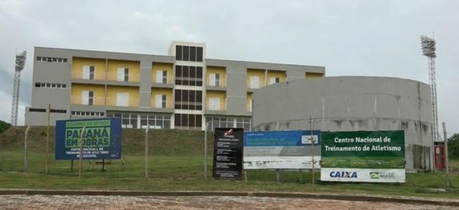 Centro Nacional de Atletismo era para ser entregue em março de 2016, em Cascavel — Foto: RPC/Reprodução