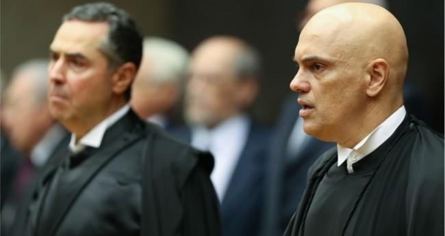 Luís Roberto Barroso (ao fundo) e Alexandre de Moraes - Foto: Fábio Rodrigues Pozzebom/Agência Brasil