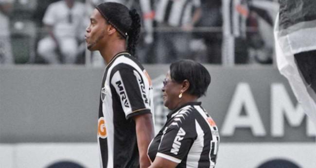 Ronaldinho Gaúcho e Dona Miguelina - Foto: Twitter/Atlético-MG