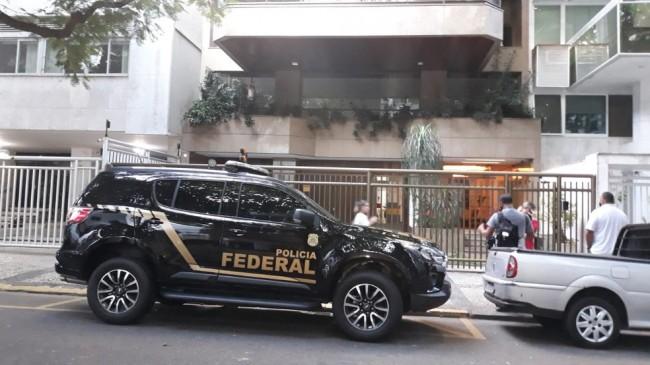 PF cumpre mandado no Leblon — Foto: Anderson Salles/TV Globo