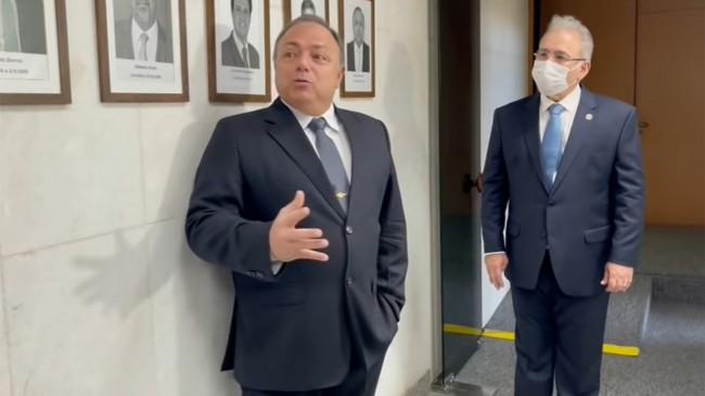 Eduardo Pazuello discursa ao lado de Marcelo Queiroga (Foto: Reprodução/Internet)
