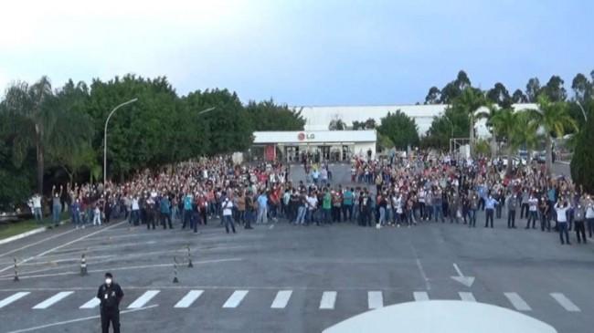 Funcionários da LG em Taubaté fizeram greve na última semana - Foto: Reprodução/Sindmetau
