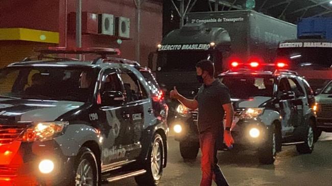 Coronel Mello Araujo acompanhando a saída da carreata - Divulgação