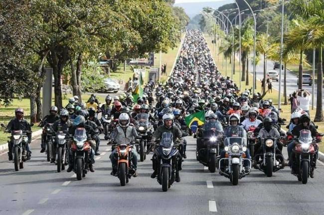 Passeio de moto realizado em Brasília