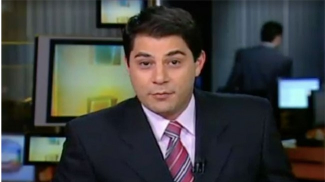 Evaristo Costa apresentando o noticiário, em novembro de 2010 (Foto: Reprodução/Internet)