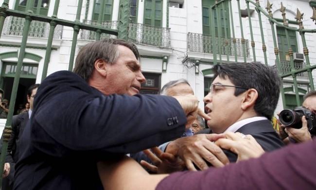 Em 2013, Jair Bolsonaro teve um embate com Randolfe Rodrigues  - Foto: Márcia Foletto
