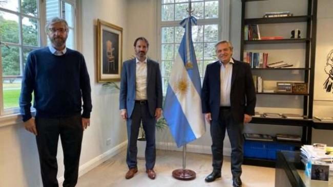 Presidente Alberto Fernández, em reunião com o gerente geral da Pfizer, Nicolás Vaque - Foto: Casa Rosada
