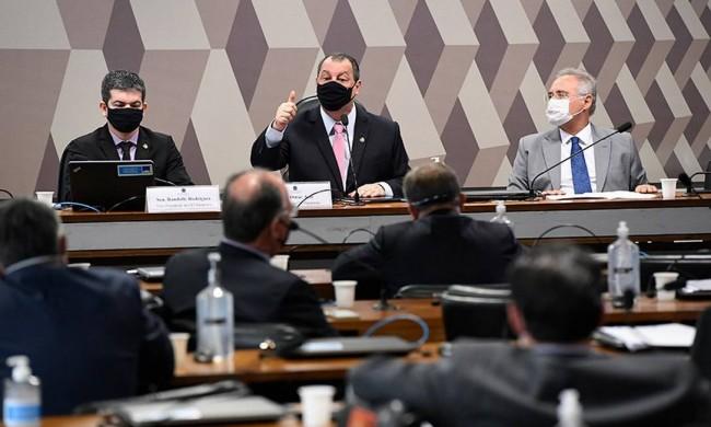 Randolfe Rodrigues, Omar Aziz e Renan Calheiros - Foto: Edilson Rodrigues/Agência Senado
